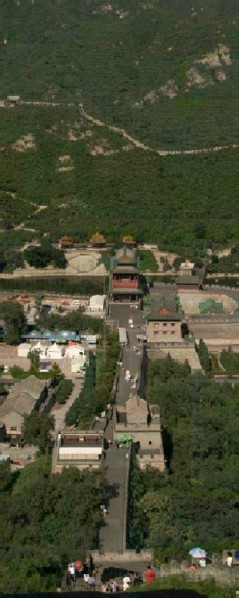 8 Great Sights-8-The Great Wall Surrounded by Lush Greenery at the Juyong Pass