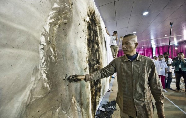 Cai Guo Qiang's Public Gunpowder Drawing Making Tides for His Solo Show- Spring 08; Photo: www.ionly.com