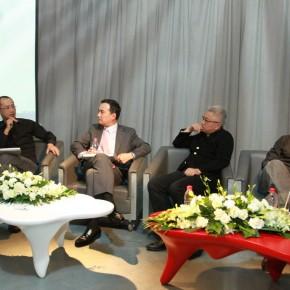 01 Press Conference of Guanxi:(from the left)artist Qiu Zhijie, Chairman and CEO of J.P.Morgan, China Shao Zili,Art Director of Today Art Museum Xu Lei, Curator Jiang Jiehong.