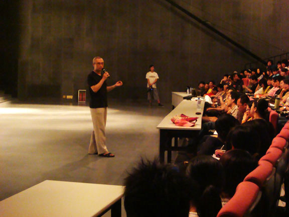 Wang Shui-bo was invited to give lectures.