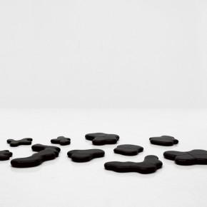 01 Teng Fei-Scattering Jade, 2011-01; granite, diameter:120cm