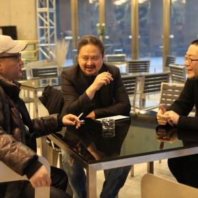 06 Wang Xiaoshuai, Zhang Yuan and Wang Huangsheng were talking with each other