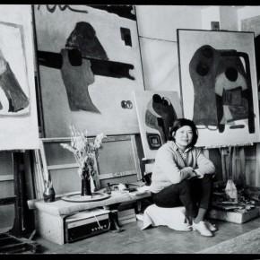 22 Hoo Mojong in her own studio in 1960s.