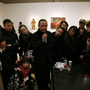 Interview Scene 01--Chen Danqing was crowded by audience
