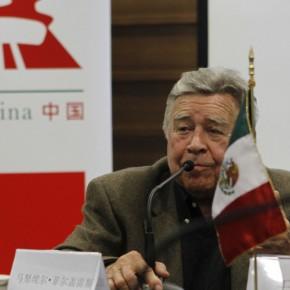"03 The Press Conference of ""Manuel Felguérez: Recent Works"""