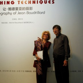 06 Mrs. Baudrillard talked with Fei Dawei. Photo by Hu Zhiheng/CAFA ART INFO
