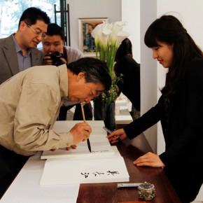 06 Wu Changjiang was writing an inscription at the Reception