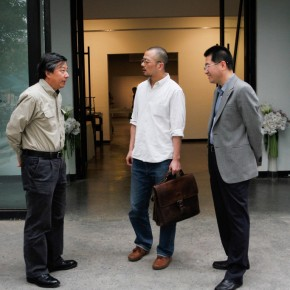 10 Wu Changjiang, Kong Guoqiao and Li Dajun at the entrance
