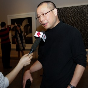 11 Chen Qi was interviewed by the press