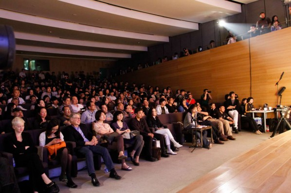 Popular Memories of Origin Hiroshi Sugimoto's Lecture at CAFA Art Museum, Photo: Hu Zhiheng/CAFA ART INFO.
