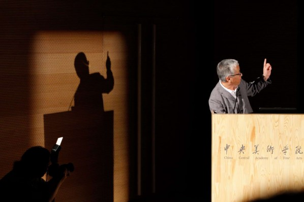 Hiroshi Sugimoto told stories of his collections through slides. Photo: Hu Zhiheng/CAFA ART INFO