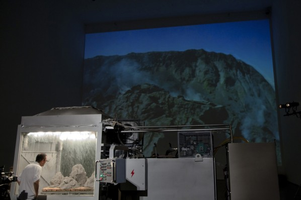 """""""Suyuan Stone Generator"""" (2010) Installation View 02 at Today Art Museum"""