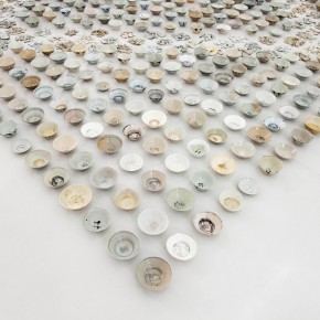08.23.2012 He Xiangyu, 900 pieces of Blue and White, 2012; Porcelain, 500x500cm 1
