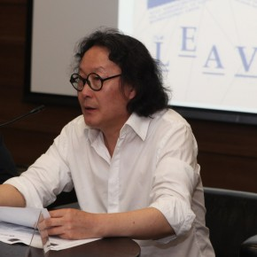 "02 Xu Bing at the Press Conference of ""Diamond Leaves: Brilliant Artist Books from around the World"""