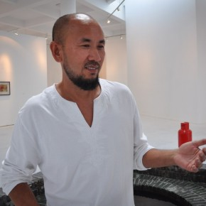 07 Qin Feng talked with reporters at the opening of Art and Life