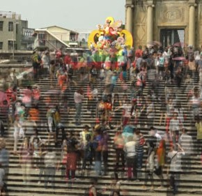 """Drawing the urban space – cramming Bianca Lei Sio Chong 16'38""""/ colour /silent Video projection 2012"""