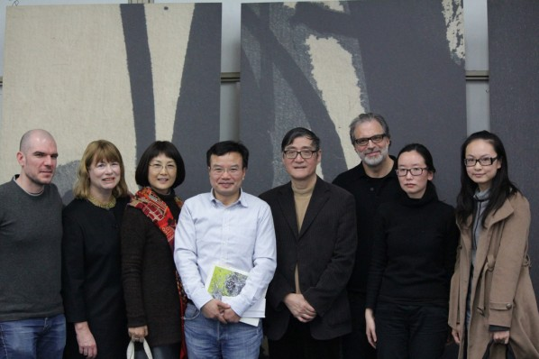 "Group Photo of""Seeing Ink and Wash in the Cross-Cultural Perspective""Dialogue Between Pan Gongkai and Cliff Ross"