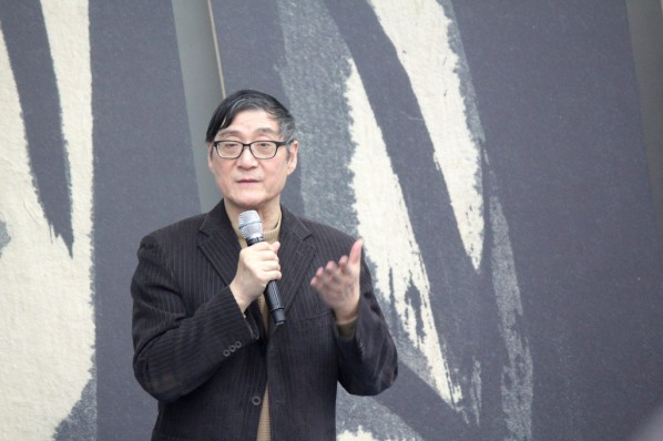 """Pan Gongkai talked about """"Observing Ink and Wash in the Cross-Cultural Perspective""""."""