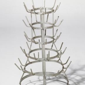 Duchamp Marcel Porte-bouteilles installation Toile plastifiée, métal 230x500x300mm 1914