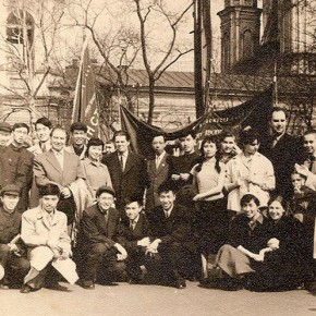 01 Photo of Chinese students and Victor Michailocich Oreshnikov President of Repin Academy of Fine Arts in May 1959 at the front row starting from the left Zhang Huaqing Li Tianxiang 290x290 - The 20th China's Art Road - Studying in the Soviet Union Inaugurated at National Art Museum of China