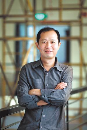 Hou Hanru, Image Courtesy epaper.dfdaily.com