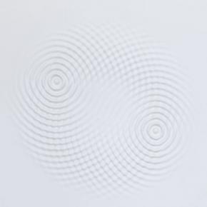 Loris Cecchini - Wallwave vibration (yours symmetric relation)2012, polyester resin, wall paint, Ø 220 x 8 cm