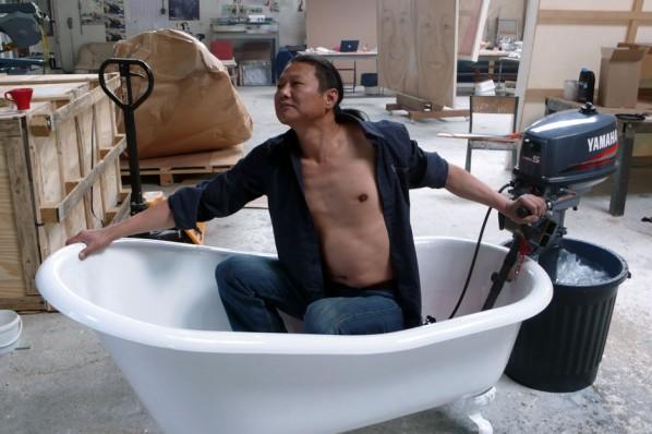 Wang Du, Love in the Time of Cholera (L'Amour aux temps du choléra), 2008; Bathtub, Propeller engine, 180cm×80cm×65cm © Wang Du