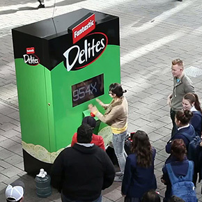 Ding Zhaochen: It is a Busy Spring for Vending Machines! – The Rise of Interactive Advertising Installations