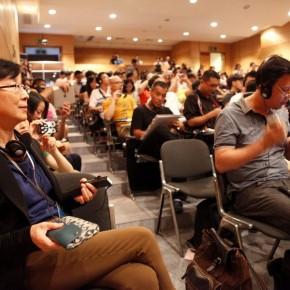 01 Le Zhengwei deputy director of the He Xiangning Art Museum 290x290 - Dialogue: Art and Imitation – Chen Danqing, Mao Yan, Cees Hendrikse and Feng Boyi Talked at the He Xiangning Art Museum