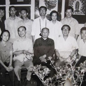 08 Photo of the staffs of the Department of New Year Painting and Comics, CAFA, photographer in 1986