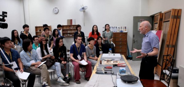French Painter Claude Yvel invited to give Lectures in the Department of Oil Painting of CAFA 02