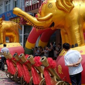 Wang Chuan Celebration 60x40cm 290x290 - Wang Chuan: Colorful Solo Exhibit at Pékin Fine Arts Beijing