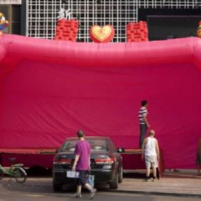 Wang Chuan Wedding Celebration 135x90cm 290x290 - Wang Chuan: Colorful Solo Exhibit at Pékin Fine Arts Beijing