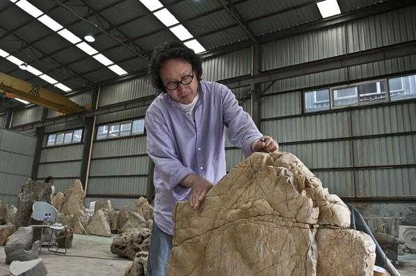 Xu Bing at Work 05-Stones