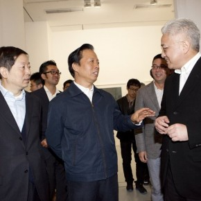 Xu Lei guide the visite for honored guests 290x290 - Veneer of the World: Xu Lei Solo Exhibition at Today Art Museum