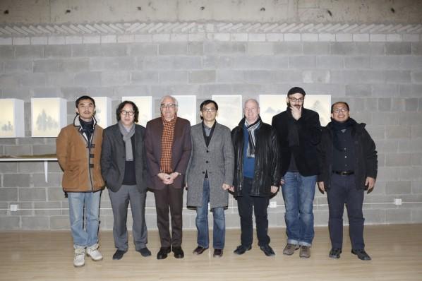 Group Photo(from the left):Zhou Yi, Xu Bing, Daniel Herwitz, Yang Xinyi, Timothy Murray, Miguel Angel Hernandez Navarro, Lin Xuda