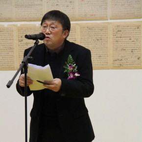 05 Cui Xiaodong Director of Yan Huang Art Museum presided over the opening ceremony1 290x290 - Art and the Mass - Exhibition of Works and Literature to Commemorate 100th Birthday of Hong Yiran