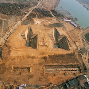 "07 Hao Qinjian ""A Bird's Eye View of the Discovery Documentary of the Warring States Period Jiuliandun Tombs"" 120 x 180 cm 2002 290x290 - Image Memory: Collections Photographs Exhibition of Hubei Museum of Art"