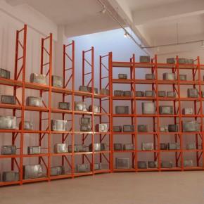 26 Chen Xi, Dust, 2013; installation, 10000×5000×80cm