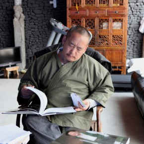 Wang Huaxiang at his studio 290x290 - Wang Huaxiang
