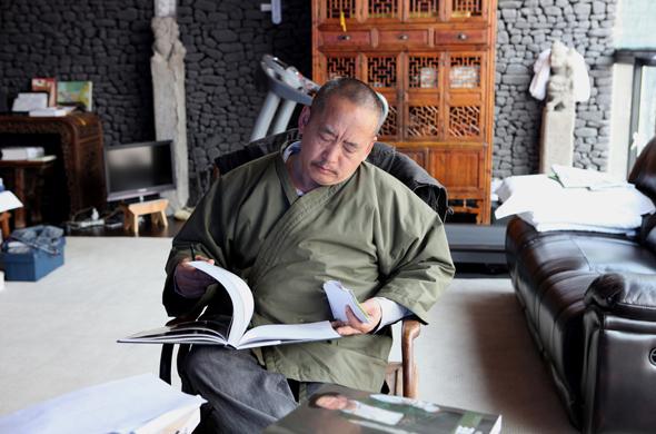 Wang Huaxiang at his studio