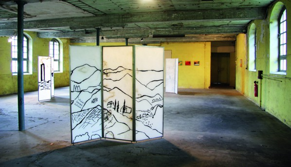 04 Etel Adnan, Sab Gimignano #3, 2013; black resin, alabaster, metal, 170x180cm/courtesy: Galleria Continua, San Gimignano / Beijing / Les Moulins