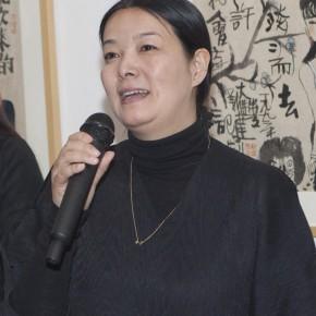 """06 Chen Yan wife of Zhu Xinjian and the curator of the exhibition """"Modern Recluse Hermit Spirits of Zhu Xinjian""""1 290x290 - """"Modern Recluse: Hermit Spirits of Zhu Xinjian"""" Opened at Today Art Museum to Recall the New Literati Painter Zhu Xinjian"""