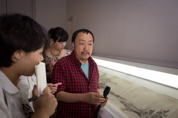 "19 Media guided to visit the Wu Yi's ""Carefree Excursion"" exhibition"