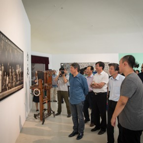 15 Honored guests visit the exhibition 290x290 - Ten Years in One Inspection – CAFA Achievements Exhibition on Experimental Art at CAFAM