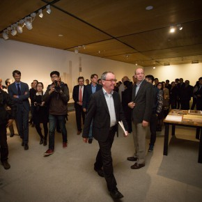 """13 Curator Hans De Wolf led the audience which was present at the exhibition to visit the exhibition 290x290 - """"Master Mould and Copy Room"""" grandly opened in the CAFA Art Museum"""