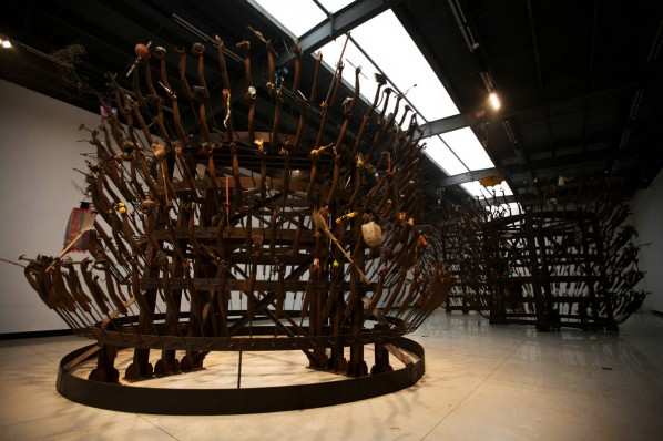 Huang Yongping, Guan-Yin of a Thousand Hands; installation,Steel, iron rack, various objects, 1800×800×800cm