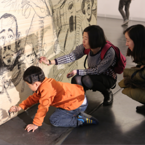 "Visitors drew their paintings at the interactive zone 02 290x290 - Research Exhibition ""Draw: Mapping Madness"" Opened at Inside-Out Art Museum in Beijing"