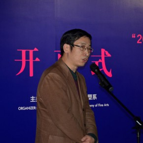 "07 Yin Shuangxi addressed the opening ceremony 290x290 - Dayuntang Art Museum presented ""2014 Creative Achievement Exhibition by the Postgraduate Students of the Department of Sculpture, CAFA"""