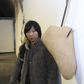 """10 Artist Yan Bing and the work """"Weight of the Pain"""""""